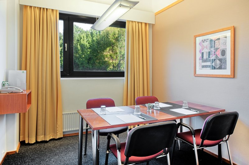 Holiday Inn Helsinki - Vantaa Airport-Hold creative team work sessions in meeting room Narita<br/>Image from Leonardo