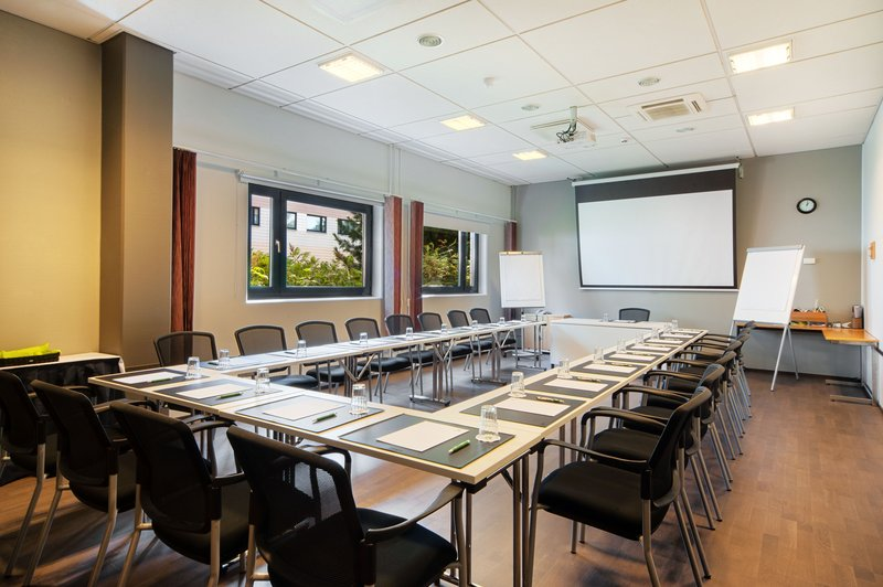 Holiday Inn Helsinki - Vantaa Airport-Our largest meeting room Heathrow can accommodate up to 32 persons<br/>Image from Leonardo