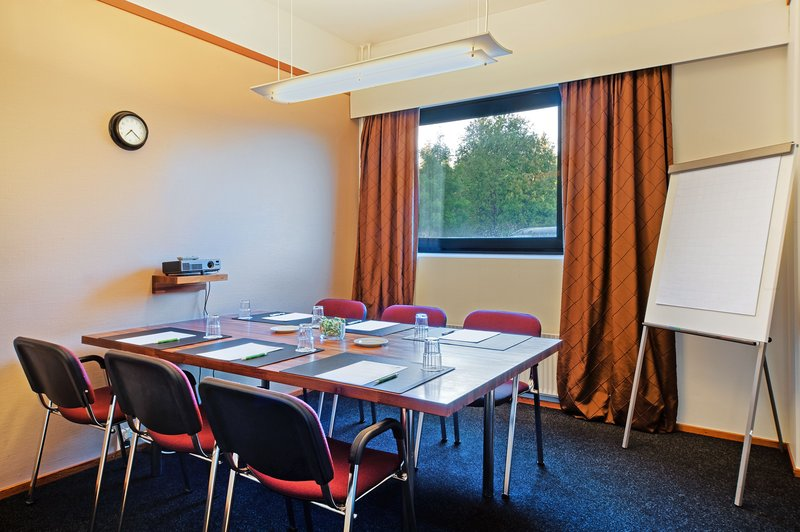 Holiday Inn Helsinki - Vantaa Airport-Narita meeting room is perfect for small meetings<br/>Image from Leonardo