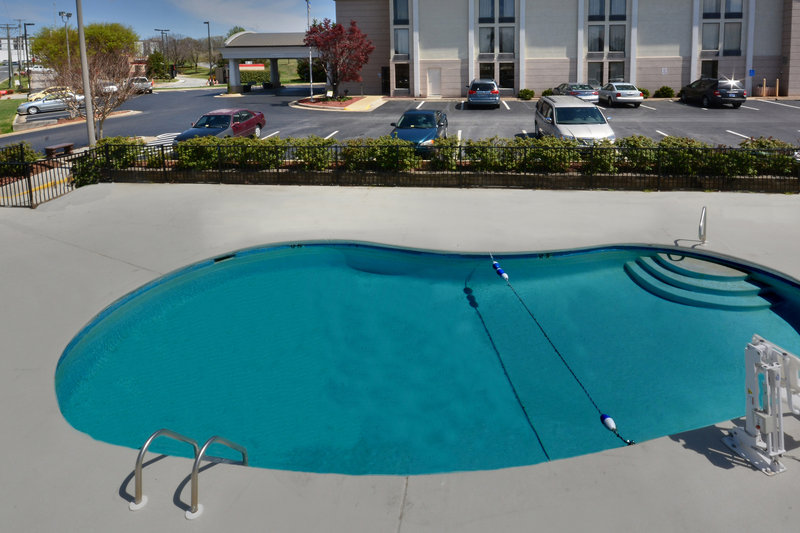 Holiday Inn Express Lynchburg-Relax in our outdoor pool before a fun day at the Snowflex Centre!<br/>Image from Leonardo