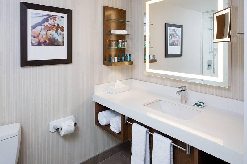 Delta Hotel Calgary South-Delta Standard King Room Restroom<br/>Image from Leonardo