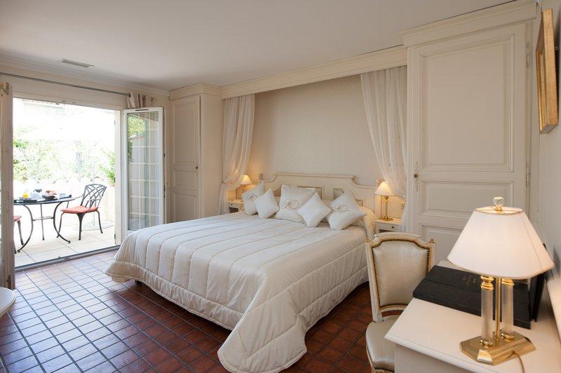 Auberge de Cassagne-Luxe Room<br/>Image from Leonardo