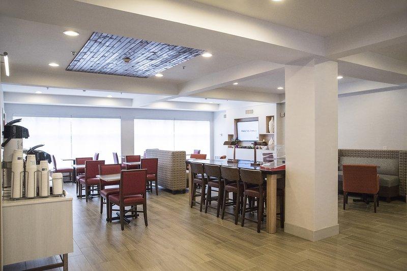 Holiday Inn Express & Suites Alexandria-Breakfast Bar<br/>Image from Leonardo