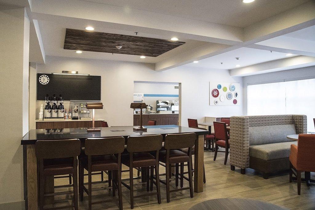 Holiday Inn Express &amp; Suites Alexandria-Breakfast Bar<br/>Image from Leonardo