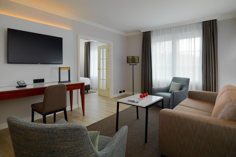 Courtyard Hamburg Airport-Suite - Living Area<br/>Image from Leonardo