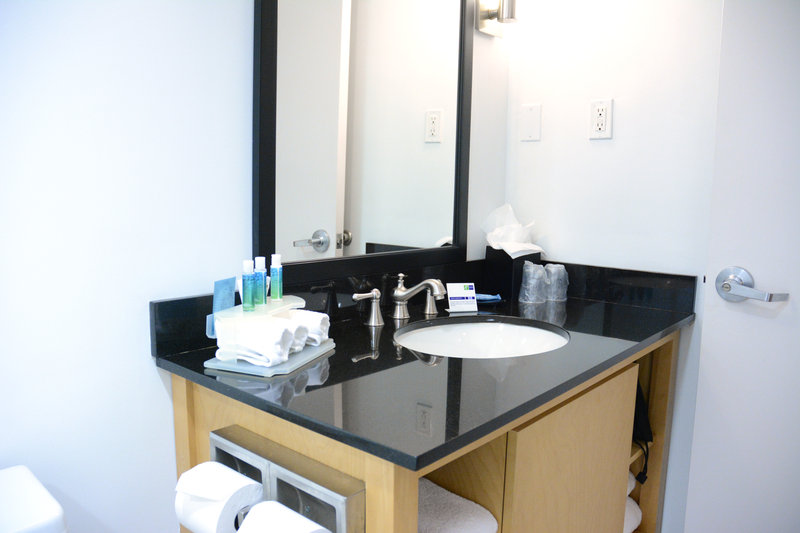 Holiday Inn Express & Suites Stamford-Bathroom<br/>Image from Leonardo