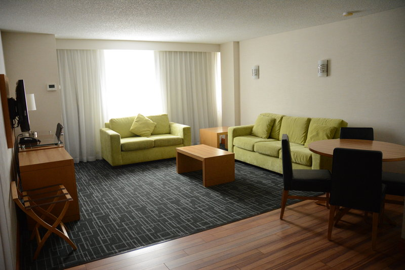 Holiday Inn Express & Suites Stamford-Executive Room<br/>Image from Leonardo