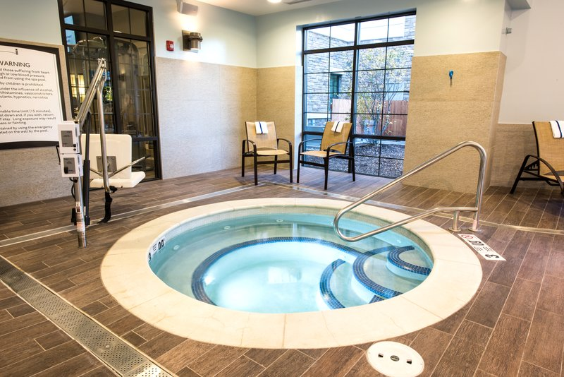 Staybridge Suites Albany Wolf Rd - Colonie Center-Whirlpool<br/>Image from Leonardo