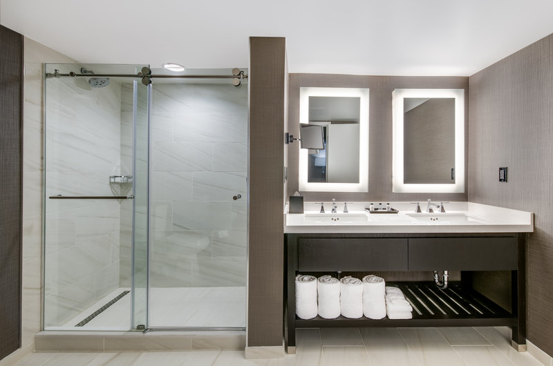 Crowne Plaza Annapolis-Presidential Suite Bathroom <br/>Image from Leonardo