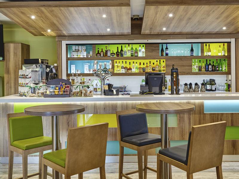 Holiday Inn Cardiff - North M4, Jct.32-Cafe<br/>Image from Leonardo