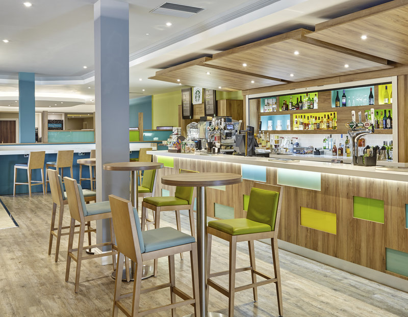 Holiday Inn Cardiff - North M4, Jct.32-Bar and Lounge<br/>Image from Leonardo