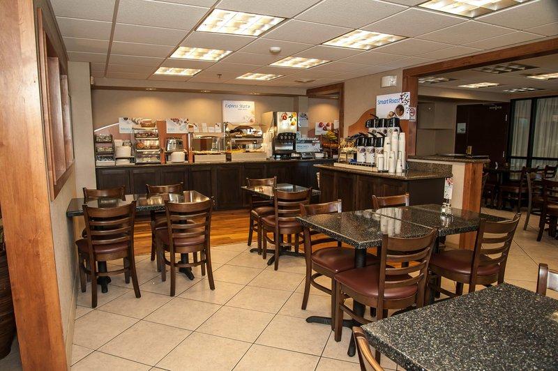 Holiday Inn Express Tucson-Airport-Breakfast plenty of room for all<br/>Image from Leonardo