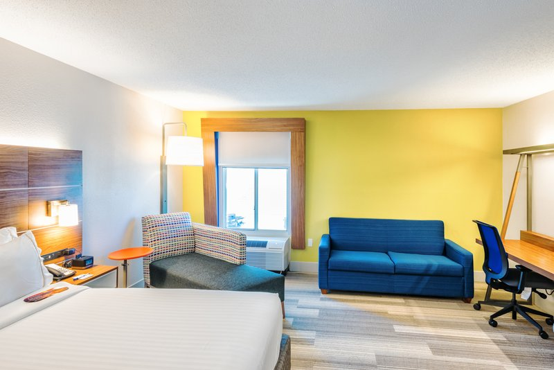 Holiday Inn Express Charleston US Hwy 17 & I-526-Single Bed Guest Room<br/>Image from Leonardo
