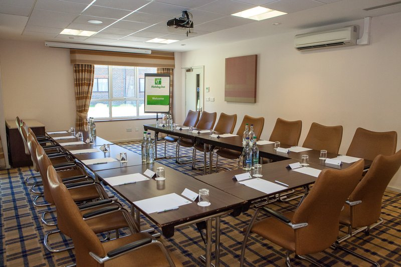 Holiday Inn London Gatwick - Worth-The conference rooms have natural daylight and air conditioning<br/>Image from Leonardo