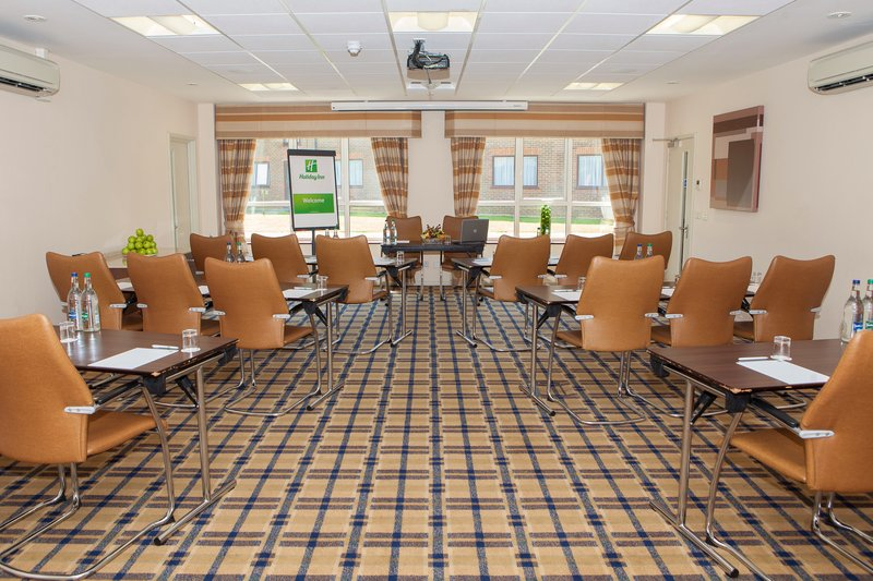 Holiday Inn London Gatwick - Worth-Each of the conference suites has a HD projector and screen<br/>Image from Leonardo