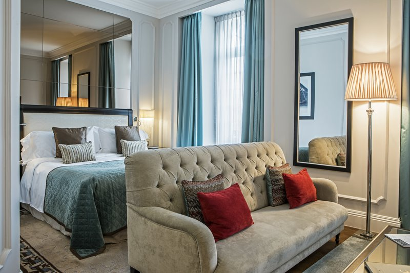 Intercontinental Porto - Palacio das Cardosas-More spacious, they are divided by a living and sleeping room<br/>Image from Leonardo