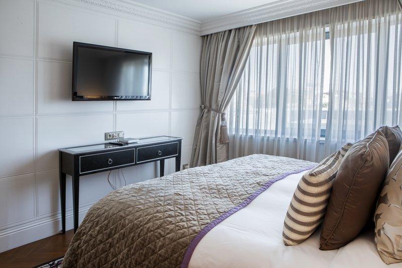 Intercontinental Porto - Palacio das Cardosas-King Bed Guest Room <br/>Image from Leonardo