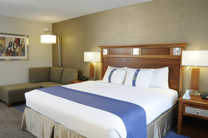 Holiday Inn Columbia East - Jessup-Relax and Rejuvenate in a comfortable King Bedroom.<br/>Image from Leonardo