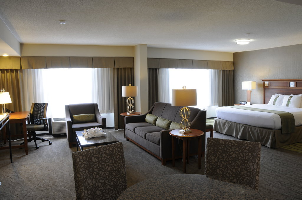 Holiday Inn Columbia East - Jessup-Honeymoon Suite Columbia Jessup Baltimore DC BWI Airport Wedding<br/>Image from Leonardo