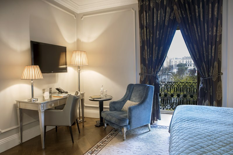 Intercontinental Porto - Palacio das Cardosas-Guest room with view of city center <br/>Image from Leonardo