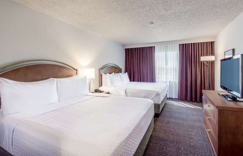 Crowne Plaza Suites Arlington - Ballpark - Stadium-Newly Renovated Deluxe 2 Queen Rooms<br/>Image from Leonardo