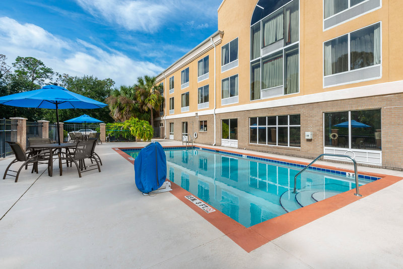 Holiday Inn Express & Suites Palm Coast - Flagler Beach Area-Swimming Pool<br/>Image from Leonardo
