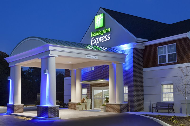 Holiday Inn Express Williamsburg North-Entrance<br/>Image from Leonardo