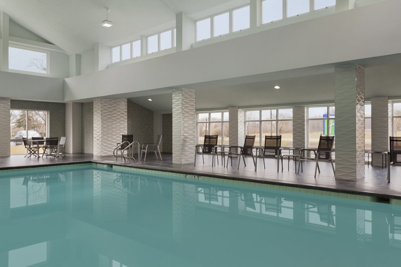 Holiday Inn Express Williamsburg North-Swimming Pool<br/>Image from Leonardo