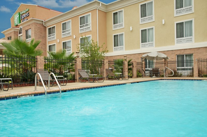Holiday Inn Express & Suites Alexandria-Swimming Pool<br/>Image from Leonardo