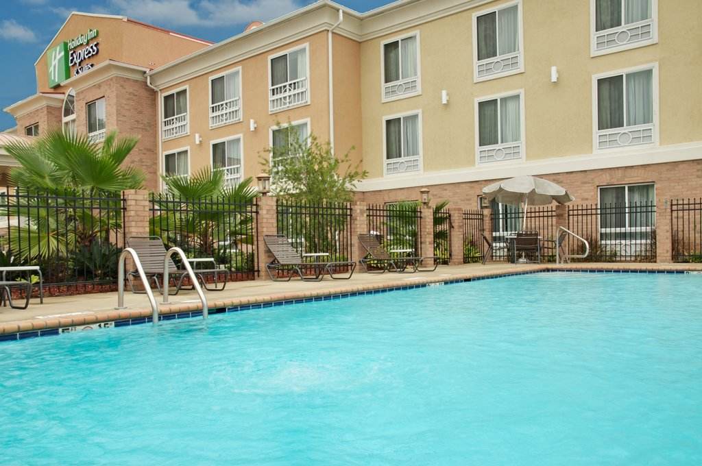 Holiday Inn Express &amp; Suites Alexandria-Swimming Pool<br/>Image from Leonardo