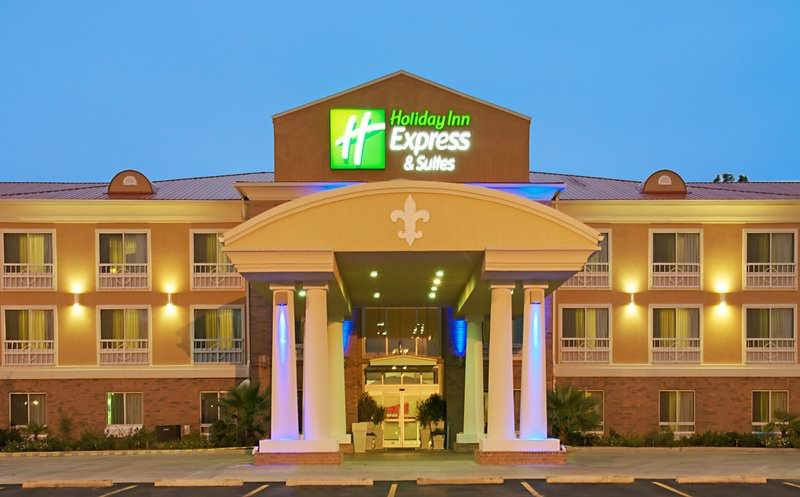 Holiday Inn Express & Suites Alexandria-Our welcoming entrance faces North Macarthur Dr.<br/>Image from Leonardo