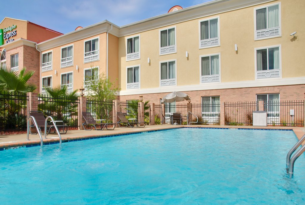 Holiday Inn Express &amp; Suites Alexandria-Our Beautiful Salt Water Pool<br/>Image from Leonardo