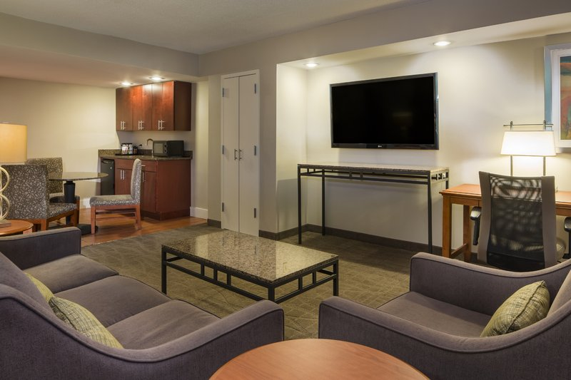 Holiday Inn Columbia East - Jessup-2 Rm Guest Suite upgraded w/ Sleep Sofa 2min to I-95. BWI Shuttle<br/>Image from Leonardo