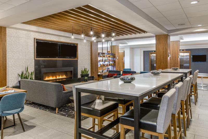 Crowne Plaza Downtown Denver-Hotel Lounge <br/>Image from Leonardo