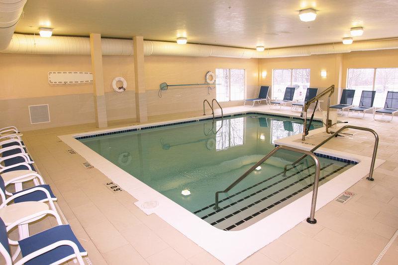 Holiday Inn Grand Rapids - Airport-Swimming Pool<br/>Image from Leonardo