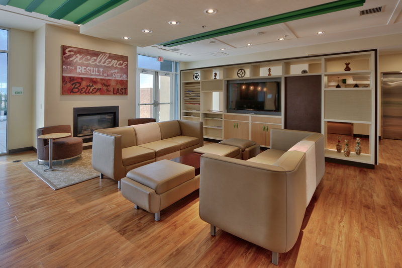 Holiday Inn Roswell-Enjoy a cold beverage by the fire in our Oasis Bar & Grill Lobby.<br/>Image from Leonardo