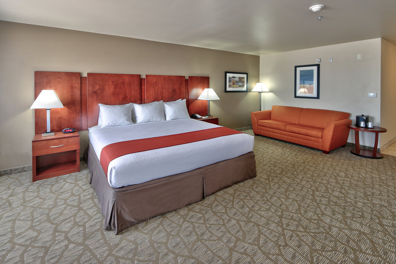 Holiday Inn Roswell-King Bed Room with microwave, mini fridge, and coffee keurig.<br/>Image from Leonardo