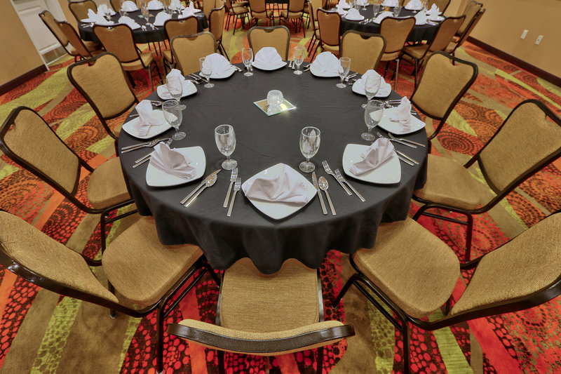 Holiday Inn Roswell-Banquet dining for 8. Enjoy your receptions at the Holiday Inn.<br/>Image from Leonardo
