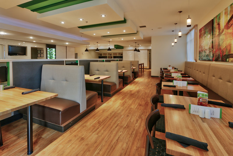 Holiday Inn Roswell-Seating for breakfast and dinner. Enjoy our modern atmosphere.<br/>Image from Leonardo