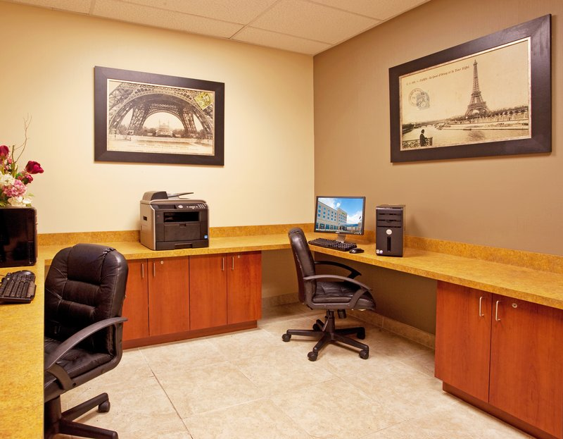 Holiday Inn Toledo-Maumee (I-80/90)-Business Center with two work stations/printers<br/>Image from Leonardo