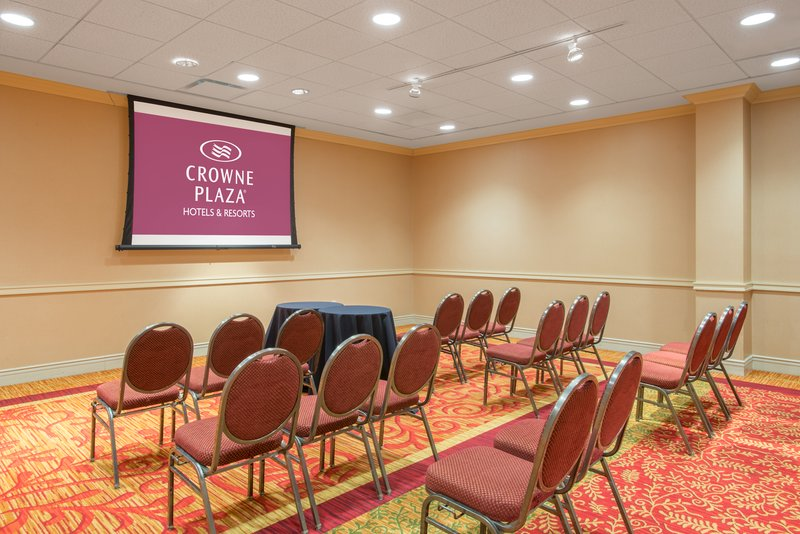 Crowne Plaza Syracuse-Fayetteville Room<br/>Image from Leonardo
