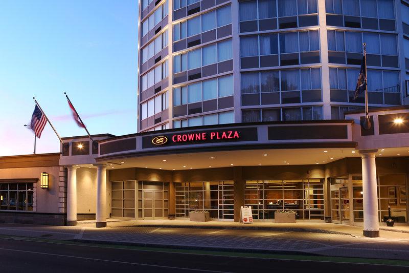 Crowne Plaza Syracuse-Front Entrance<br/>Image from Leonardo