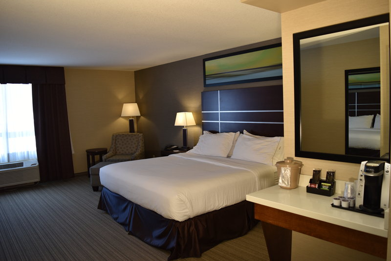 Holiday Inn Express Golden-Kicking Horse-King Bed Guest Room<br/>Image from Leonardo