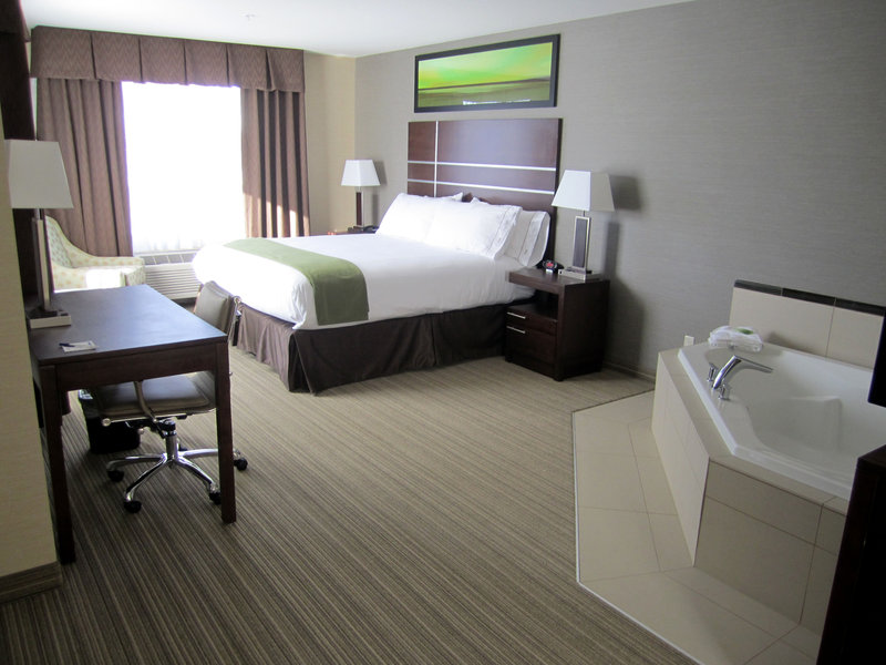 Holiday Inn Express Golden-Kicking Horse-Executive Room Non Smoking<br/>Image from Leonardo