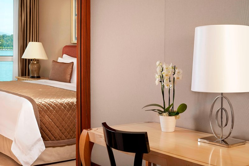Hotel President Wilson; a Luxury Collection Hotel-Deluxe Guest Room - Desk Area<br/>Image from Leonardo