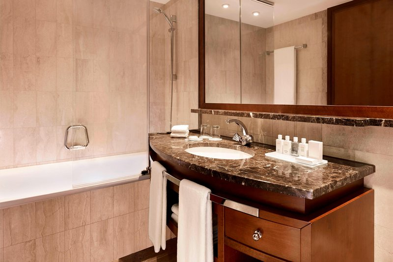 Hotel President Wilson; a Luxury Collection Hotel-Accessible Bathroom – Tub<br/>Image from Leonardo