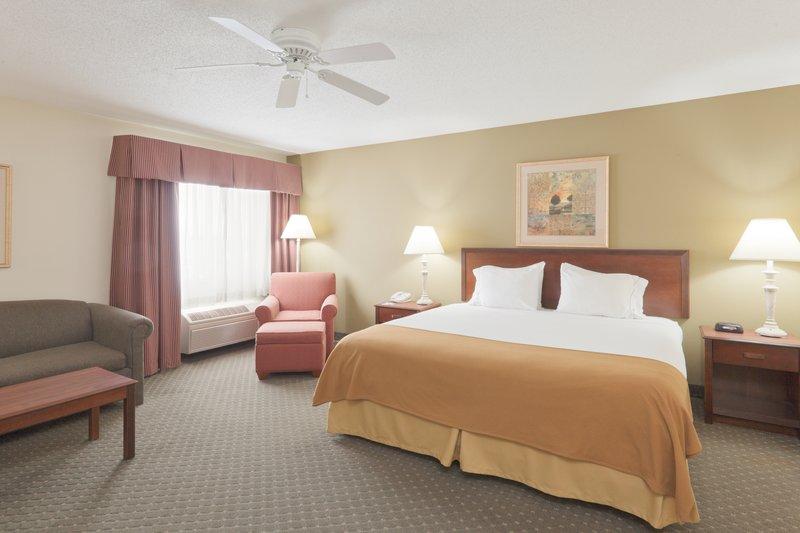 Holiday Inn Express Evansville - West-Suite<br/>Image from Leonardo