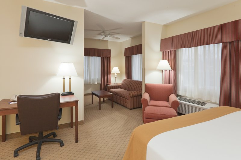 Holiday Inn Express Evansville - West-Presidential Suite<br/>Image from Leonardo