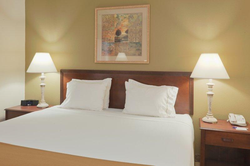 Holiday Inn Express Evansville - West-King Bed Guest Room<br/>Image from Leonardo