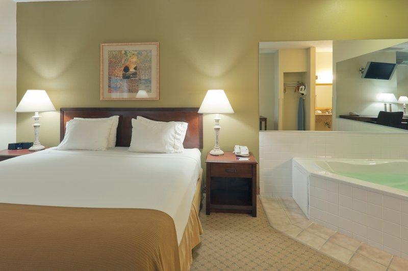 Holiday Inn Express Evansville - West-Jacuzzi Suite<br/>Image from Leonardo